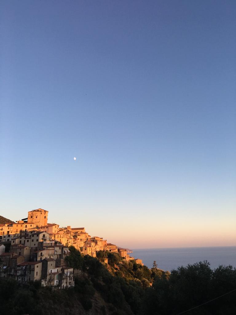 Borghi del Cilento Pisciotta tramonto sul mare