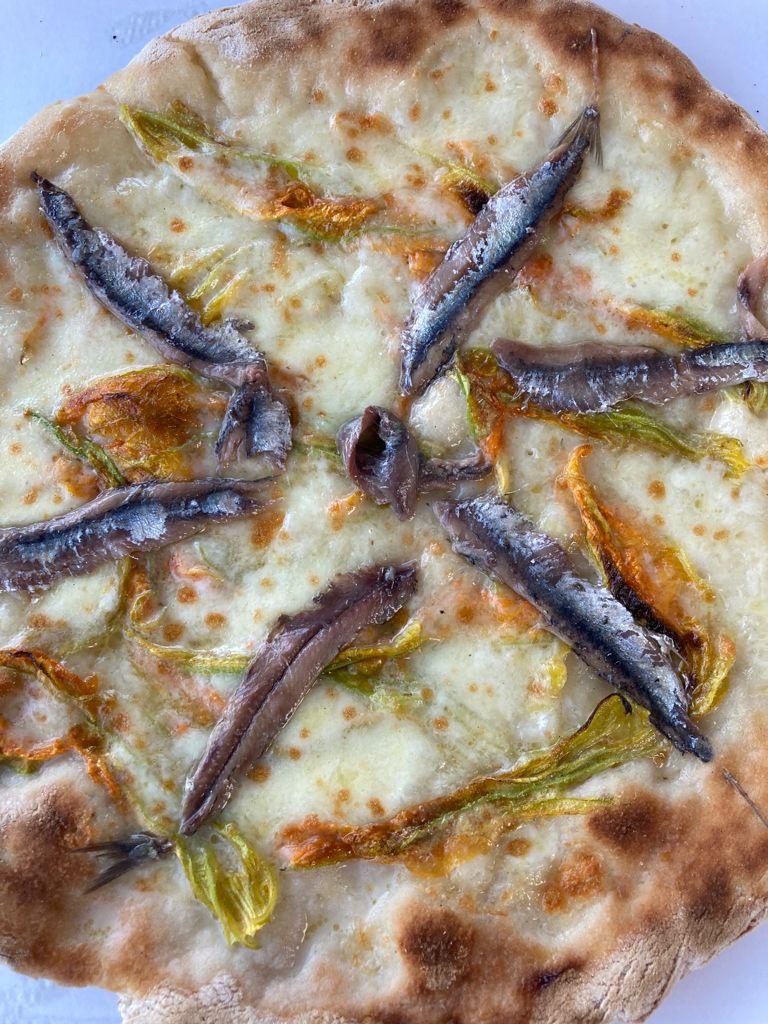 pizza senza glutine fiori e alici